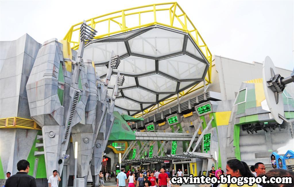 01a  Universal Studios Singapore Sci-Fi City (Large)