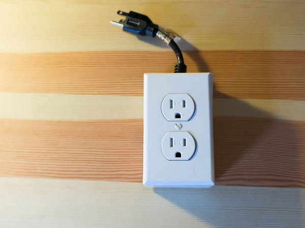 Signs Of Electrical Outlet Problems: 10 Signs of Electrical Wiring and Circuit Problems u2013 Singapore rh:excellence.sg,Design