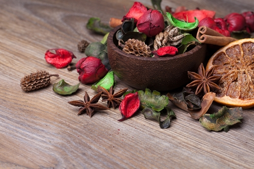 how-to-concoct-your-own-autumn-potpourri-_1625_674878_0_14108791_500
